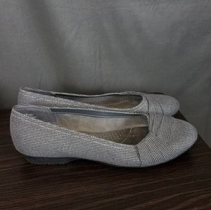 3 for $10- Gray plaid flats size 9.5M